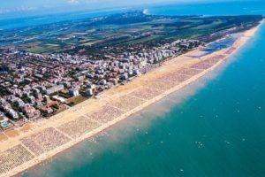 Veduta-aerea-della-spiaggia-di-Bibione